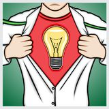 Укомплектуйте личным составом рубашку отверстия к показывать символ лампы Стоковые Фотографии RF