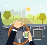 Укомплектуйте личным составом руки водителя на рулевом колесе автомобиля бесплатная иллюстрация