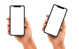Укомплектуйте личным составом руку держа черный smartphone с пустым экраном стоковая фотография rf