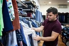 Укомплектуйте личным составом смотреть рубашки, куртки и ботинки стоковое изображение rf