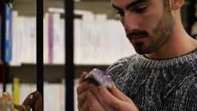 Укомплектуйте личным составом смотреть товары в магазине, amethyst кристалле сток-видео