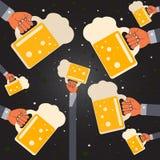 Укомплектовывает личным составом офис пятницы с пивом Стоковое Изображение