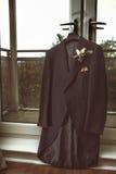 Укомплектовывает личным составом пальто свадьбы Стоковое Изображение RF