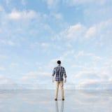 Укомплектуйте личным составом взгляд и откройте стоковая фотография
