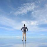 Укомплектуйте личным составом взгляд и откройте стоковое фото rf