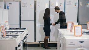 Укомплектуйте личным составом выбирать новый холодильник в магазине отечественных приборов видеоматериал