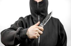 Укомплектуйте личным составом в черном держа ноже Стоковая Фотография