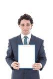Укомплектуйте личным составом держать пустую белую карточку с космосом для текста Стоковые Фото