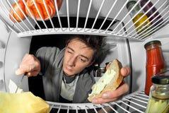 Укомплектуйте личным составом около холодильника 2 Стоковые Изображения RF