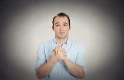 Укомплектуйте личным составом показывать сжиманные руки, довольно угодите к сожалению Стоковые Фото