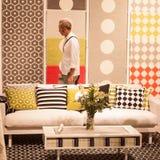 Укомплектуйте личным составом посещая HOMI, выставку дома международную в милане, Италии Стоковое фото RF