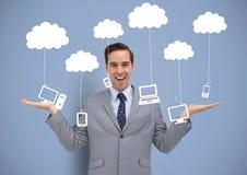 Укомплектуйте личным составом решать или выбирать телефоны компьютеров и приборы таблетки вися от облаков с открытыми ладонями Ха стоковое изображение rf