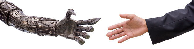 Укомплектуйте личным составом рукопожатие руки при робот cy-ber изолированный на белом backgrou Стоковое Фото