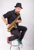укомплектуйте личным составом саксофон стоковые фотографии rf