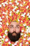 Укомплектуйте личным составом сторону ` s окруженную с сладостным веществом Стоковая Фотография