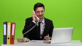 Укомплектуйте личным составом танцы в рабочем месте после приятного телефонного звонка видеоматериал