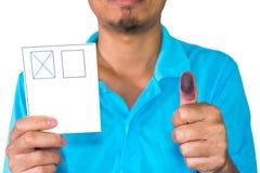 Укомплектуйте личным составом цвет выставки голубой на отпечатке пальцев на белой предпосылке, праве к Стоковое фото RF