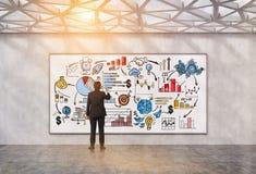 Укомплектуйте личным составом эскиз чертежа startup в геометрической тонизированной комнате потолка, Стоковое Изображение