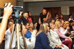 Украина Киев-май 19,2017 Много люди сидят в зале стоковые фотографии rf