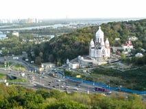 Украина, Киев - 17-ое сентября 2017: Вид с воздуха на бульваре Druzhby Narodiv, незаконченном белом виске мира, влюбленности и ед стоковое изображение