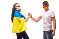 Украина против Германии перед игрой на белой предпосылке Европеец 201 Стоковые Изображения