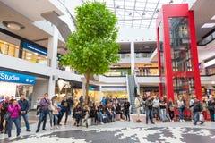 Украинец, Львов - Mai 2017: ФОРУМ магазина разбивочный Торговый центр Arese, самый большой торговый центр в украинце Стоковое фото RF