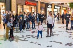 Украинец, Львов - Mai 2017: ФОРУМ магазина разбивочный Торговый центр Arese, самый большой торговый центр в украинце Стоковые Фото