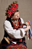 Украинская девушка в фольклорном костюме Стоковая Фотография