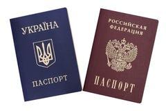 Украинские и русские пасспорты стоковая фотография