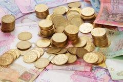 Украинские монетки на банкнотах стоковое фото rf