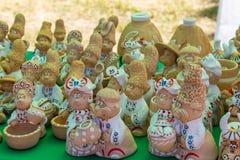 Украинские figurines глины для продажи на рынке сувенира Стоковая Фотография