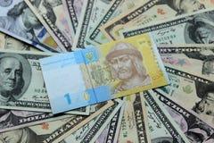 Украинские hryvnia и долларовые банкноты 5000 рублевок картины дег счетов предпосылки Стоковое Изображение RF