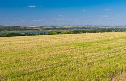Украинский аграрный ландшафт с накошенным урожаем Стоковое Фото
