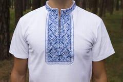 Украинский крупный план мужчины вышивки Стоковая Фотография