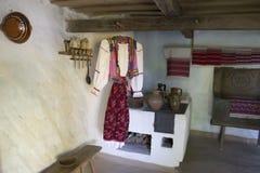 Украинский национальный и национальный костюм в доме Стоковое Изображение