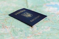Украинский пасспорт на туристской карте Стоковые Фото