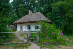 Украинский сельский дом девятнадцатого века, Pyrohiv, Украина Стоковое фото RF