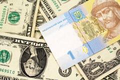 Украинское примечание hryvnia с долларовыми банкнотами американца одного стоковые изображения rf