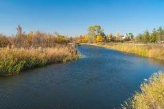 Украинское река Oril вышло вход реки Dnipro на время после полудня в сезон падения Стоковые Изображения RF