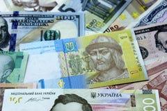 Украинское hryvnia, долларовые банкноты, евро и другие деньги стоковое фото