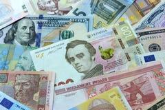 Украинское hryvnia, долларовые банкноты, евро и другие деньги стоковое изображение rf