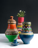 3 украсили вазы гончарни с малыми цветками Стоковое Изображение