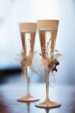 2 украсили wedding стекла на таблице Стоковое Изображение