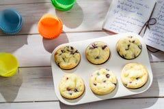 Украшать вкусные булочки с сливк Стоковые Фотографии RF