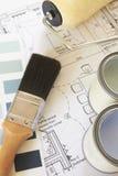 Украшающ компоненты аранжированные на планах дома Стоковое Изображение RF
