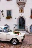 Украшение автомобиля свадьбы стоковая фотография