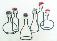 украшение бака цветков на стене Стоковое Фото