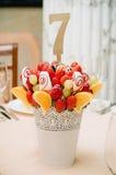 Украшение букета плодоовощ на обеденном столе Стоковое фото RF