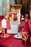 Украшение букета плодоовощ на обеденном столе Стоковое Фото