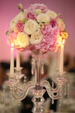 Украшение букета цветка с свечами Стоковые Фото